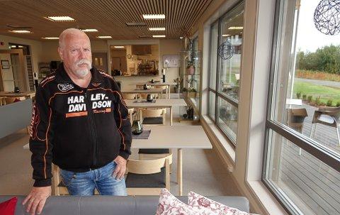 HER: – Her får vi bruke et flott lokale, sier LHL- leder i Åsnes, Rolf Otto Furulund Lie. Og lokalet er kafeteriaen.