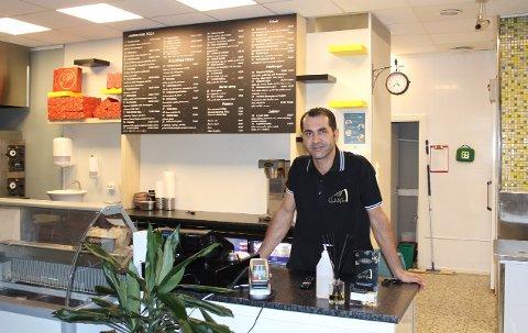 Omar Dawara er eier av den nye restauranten Føynland Pizza, som åpnet i 1. mai 2021. Fremover har han flere planer for restauranten.
