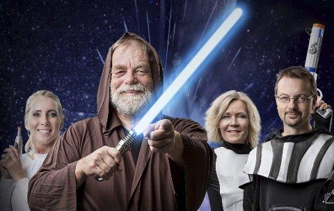 ELLEVILT: PBBL-direktør Anders Hoel som Obi Wan (midten), markedssjef Lars Christensen (høyre) er Darth Vader, Cathrine Christensen er prinsesse Leia (venstre), og Inger-Lise Drage er storm trooper.