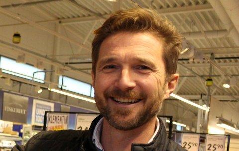 Ove Borgen er ikke i tvil om at Thomas Klamerholm er beste kandidat til å ta over butikken hans på Vallermyrene.
