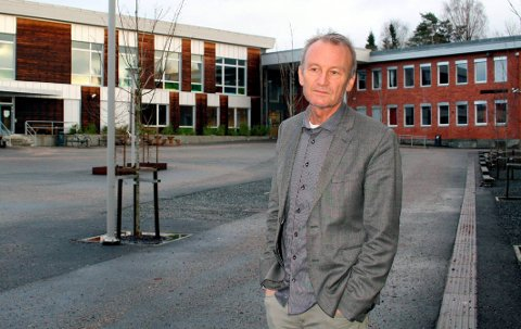 STRAMMER GREPET: Virksomhetsleder Tom Stormyr innfører nye smitteverntiltak ved Heistad ungdomsskole.