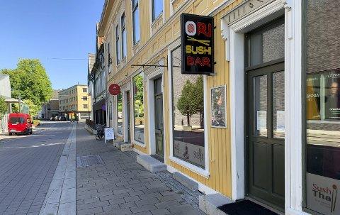 Stengte døra 12. mars: Ori Sushi i Storgata har snart holdt koronastengt i seks måneder, mens konkurrenten Smak & Sans Sushi gjenåpnet etter bare fem uker.