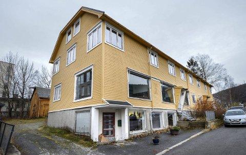 Fra 1940: Byggeleder Egon Ritzmar advarer om at en restaurering av Vallagården vil bli svært kostbar.foto: Øyvind Bratt