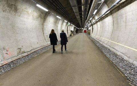 INN I FJELLET: Lengst inn i tunnelen, skal det bygges flere fjellhaller til lagring for Nasjonalbiblioteket. Oppstart blir i mai neste år. Foto: Øyvind Bratt
