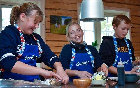 Angelica Hansten, Mathilde Sakshaug Martiniussen og Trygve Dalos var tre av 45 barn som deltok på matkurs for barn på Til Elise fra Marius.