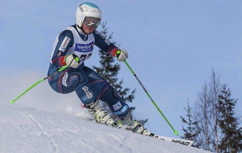 FULL FART: Kaja Olsen er en av løperne i Rana slalåmklubb som går spennende tider i møte. Nord-Norge vil ha en løper til start i VM i 2027. Foto: Jan-Arne Pettersen
