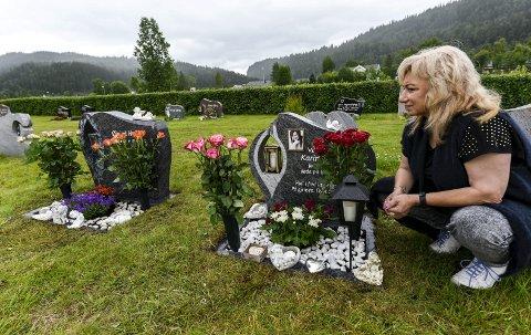 Aldri glemme: For å klare å komme videre med livet sitt, flyttet Anca Holst i august 2018 tilbake til Romania. Hun måtte få fysisk avstand til gravene til sine kjære.