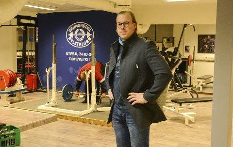 På husjakt: Leder i Brumunddal Atletklubb, Carl Yngvar Christensen, leter høyt og lavt etter et nytt lokale til styrkeløftklubben. 1. januar må de nemlig være ute fra Fabrikkvegen