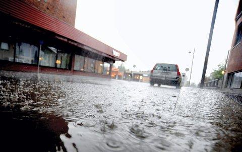 GULT FAREVARSEL: På grunn av nedbøren har NVE også sendt ut et gult farevarsel for hele Østlandet.