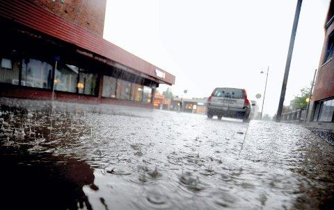 VÅT HELG: Det er meldt mye regn kommende helg. Det er foreløpig usikkert hvor mye det vil slå ut på flomsituasjonen i vassdragene på Østlandet. (Illustrasjonsfoto: Jan Morten Frengstad)