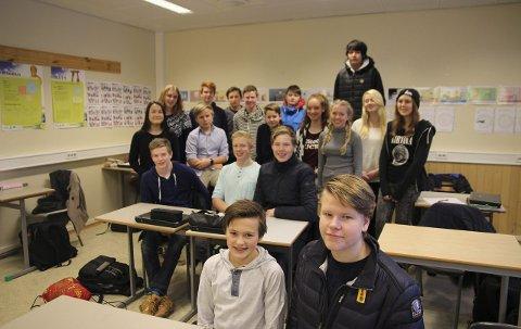 10A på Jevnaker skole forbereder seg til valg av utdanningsløp. Hele 16 stykker har allerede bestemt seg. For Simen Munkerud (15) (t.h.) og Magnus Tuv Myhre (15) står det mellom to alternativer.