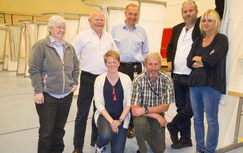 Ida Beate Rasmussen (H), bak til venstre, Geir Olsen (H), ordfører Lars Magnussen, Bård Brørby (SV), Anne Paulsen, varaordfører Trine Lise Olimb (Ap) (foran til venstre) og Harald Antonsen (Sp) fikk et veldig klart råd fra velgerne.