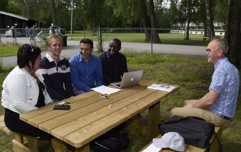 Frps Tor Bøhn tror ikke på studentenes uttalelser om at inntektene overgår kostnadene.