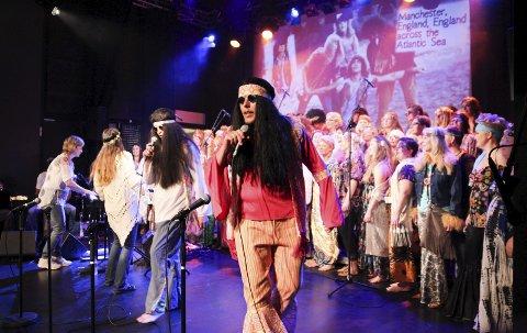 Farger, fart og spenning oppsummerer lett konserten med Halvdan Svartes Guttekor og Showkoret.