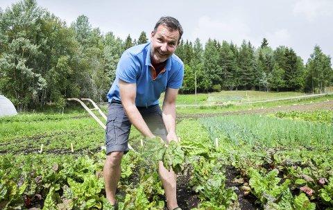 Arvid Udo de Haes på gartneriet på Jevnaker. Lørdag er det åpen dag.