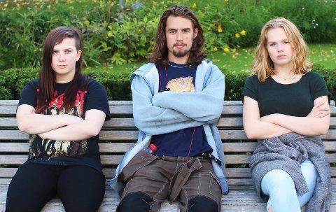 Mia Christine Jørgensen (17), Donald Lee Losee (17) og Thea Sofie Rundhaugen (16) er tre av mange elever som ikke er fornøyde med den nye fraværsregelen.