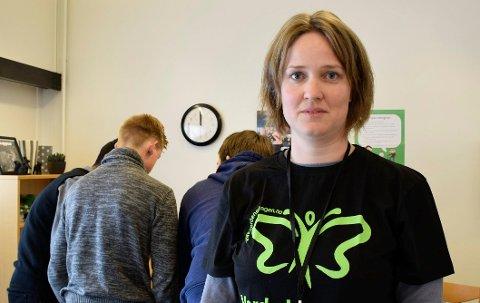 Kommunepsykolog Hanne Fisher vil at barn og unge skal ta kontakt hvis de trenger hjelp, for eksempel hvis de har angst eller depresjon.