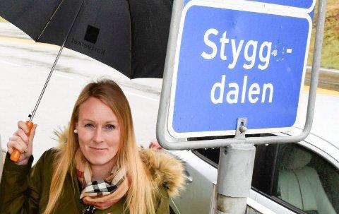 """I EGNE HENDER: """"Noen"""" hadde tatt saken i egne hender og fjernet e-en fra Stygg(e)dal. Nå har Linn Winnæss-Karlsen og Kartverket avgjort: Styggdal skal skrives uten e."""