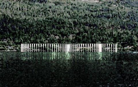 MINNESTED: Minnesmerke på Utstranda sett fra Tyrifjorden.