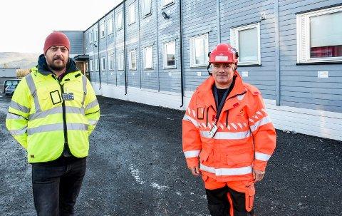 ALLE I JOBB: Mariusz Urbanski i PNC og Stig Methi i Statens vegvesen er glade for at det som var av smitte er slått ned, og at ingen nå er i karantene hos entreprenøren som bygger ny E16.