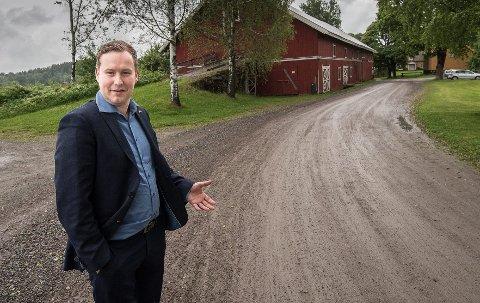 Kritisk: Glenn Nerdal, Frps gruppeleder i Skedsmo, mener det er feil å bruke nesten 70 millioner kroner på å omgjøre Husebylåven til en kulturlåve. Han mener pengene burde vært fordelt på flere prosjekter på Skedsmokorset. FOTO: VIDAR SANDNES