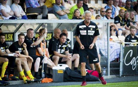 MISTET TILLIT: LSK-trener Arne Erlandsen har i løpet av de siste månedene mistet tillit hos dem han jobber med. Det kunne ikke LSK-styret overse, mener vår kommentator. Foto: NTB scanpix