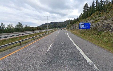 TATT: Her langs E18 ved Sande i Vestfold ble den kjente artisten stanset av politiet.