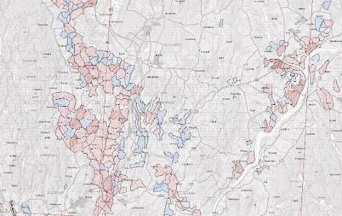 KARTLAGT: I flere kommuner på Romerike er det kartlagt kvikkleireområder. Mørkerød stiplet linje betyr risikoklasse fem som er den høyeste, rød stiplet linje er klasse fire, rosa er klasse tre, blå er klasse to og lyseblå klasse én. Grå stiplet linje betyr risikoklasse null.