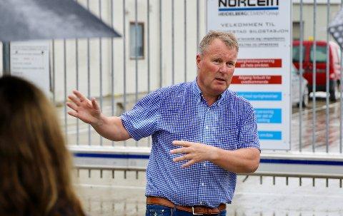 HAR BETALT: Slemmestad brygge AS har allerede betalt tilknytningsgebyret, men styreleder Erling Nilsen er glad for at deres sak kan bidra til å sørge for en endring i systemet.