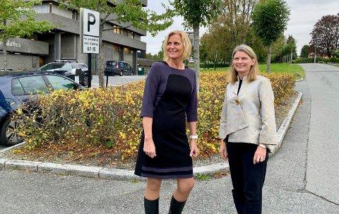 LEDERE: Monica Vee Bratlie (t.v.) blir varaordfører i den nye kommunen, her sammen med Lene Conradi som blir ordfører.