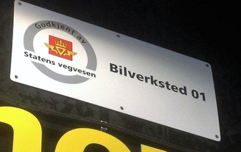 SLIK: Godkjente verksteder skal ha godkjenningsskilt fra Statens vegvesen.