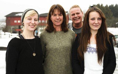 Julbileum: Line Lie Mårnes (fra venstre), Aslaug Bonden på Grytebakke gård, yrkesveileder Anita Hovde fra Svelvik produkter og Kristine Preuthun Belgen feiret ti år med Inn på tunet.