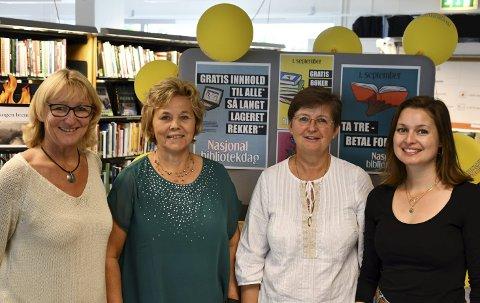 Ønsker velkommen: Biblioteksjef Brit Døvle Larssen, Kari Westheim Arntsen, Ruth Melinda Haugen og Nina Fredrikke Lehne inviterer til bursdagsfeiring. FOTO: INGUNN HÅKESTAD BRÅTHEN