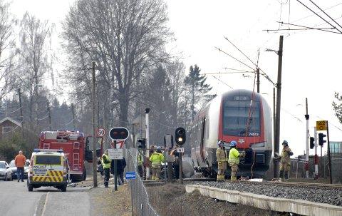 FULL ALARM: Mange fra nødetatene rykket ut til ulykkesstedet. Foto: Olav Akselsen