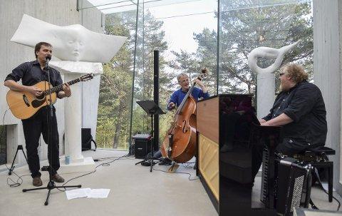 LEKNE HERRER: Per Vollestad (t.v.), Svein Olav Blindheim og Fredrik Øie Jensen da de i våres spilte i Knut Steens skulpturpaviljong på Midtåsen. FOTO: FLEMMING HOFMANN TVEITAN