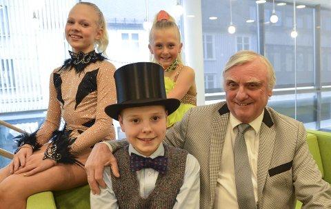 Klare for å lage show: Når Bjørn Haldorsen legger ut på turné i mars har han blant annet med seg danserne Amalie Theodorsen Dahl (f.v.), Isabella Øverland og pianisten Sebastian Alexander Carl.