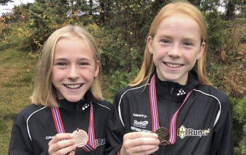 RASKE JENTER: Maren Halle Haugen (f.v.) vant J14-klassen i Moaløpet lørdag, fire sekunder foran tvillingsøsteren Ina. De løp begge raskere enn den gamle løyperekorden på 3,2-kilometeren. Foto: Privat