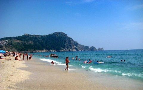POPULÆRT: Nordmenn flokker igjen til Tyrkia. Her fra Kleopatra-stranden i Alanya. (Arkivfoto: Lily Marcela Gundersen)
