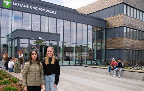 10.klassingene Lava og Emilie stakk av med de største premiene i årets MatteMaraton og gleder seg til drømmedag og flytur.