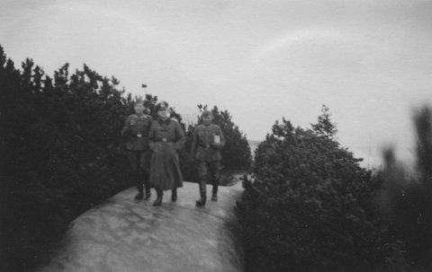 UNIKE: Bildene som viser tyskere etter å ha inntatt Greåker Fort har aldri tidligere vært publisert. De er tatt av en tysk soldat. Du kan se flere på festningsverk.no.