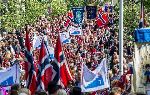 TOG: Nesten alle barneskolene i Sarpsborg skal delta i årets barnetog som har oppstart fra Sarpsborg stadion.