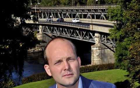 Sindre Martinsen-Evje reagerer på Frps siste forslag om å skrinlegge Bypakka Nedre Glomma.