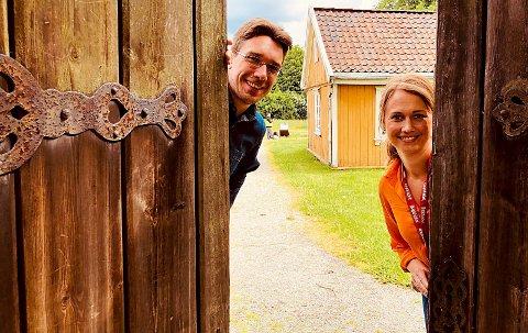 Line Kjølberg og Jon Emil Halvorsen inviterer til feiringen av museets 100-årsjubileum. (Foto: Bård Amundsen/Forskning.no)