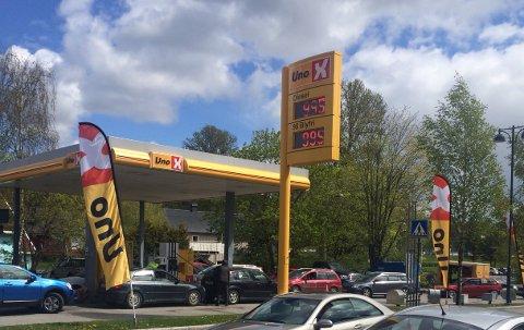 UVANLIG: Å se bensin- og dieselpriser under ti kroner literen har ikke vært vanlig de siste årene. Men i Mysen i dag var prisen 9.95 kroner literen.