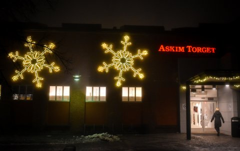 UTE I SISTE LITEN? Askimtorget og mange andre butikker har åpent frem til klokka 18.00 lille julaften. På julaften må du nøye deg med bensinstasjoner, kiosker og noen få søndagsåpne dagligvarebutikker.
