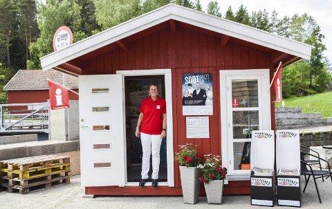 Visitindre: Grete Flæsen Elgetun ønsker alle velkommen til en hyggelig prat ved turistinformasjonen. Ved å gå inn på nettsiden til Visit Indre Østfold kan du lese mer om hva som skjer i hele sommer.