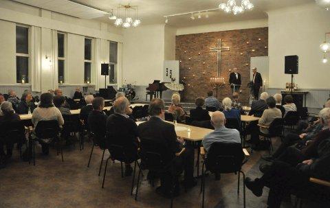 Foredrag: I underkant av 50 mennesker tok turen til Normisjon søndag kveld for å høre Thomas Hylland Eriksen snakke om religion.