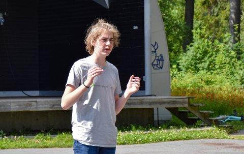Leder av Rød Ungdom Østfold, Axel Lyngstad Pharo, mener at sosialisme er løsningen på klimakrisen.