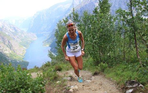 FØRST: Anita Lilleskare frå Bergen Løpeklubb var raskaste dame til topps under Rimsigen Opp laurdag. (Foto: Jan Christian Jerving)