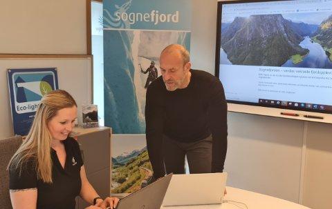 DIGITALE: Det er digitalt Visit Sognefjord no set inn kampanjestøyten. - Slik blir det også framover, opplyser Renate Kvåle Hagen og Ståle Brandshaug i reisemålsselskapet.
